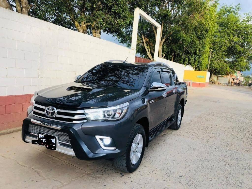 toyota hilux - venta de carros en guatemala
