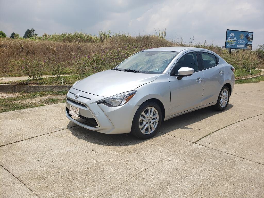 Toyota-yaris-2017-venta-de-carros-en-guatemala