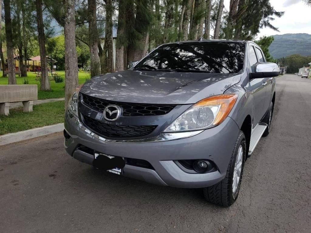 Pickup Mazda BT50 Pro M2016 de agencia - carros en venta en guatemala